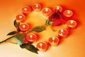 Velas coração e rosa — Fotografia Stock
