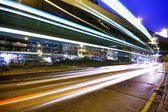 Vysoké návštěvnosti ulice ve špičce v noci — Stock fotografie