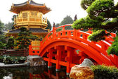 Oriental golden pavilion of Chi Lin Nunnery and Chinese garden, — Stockfoto