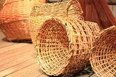 Muchos amarillo cesta de mimbre — Foto de Stock