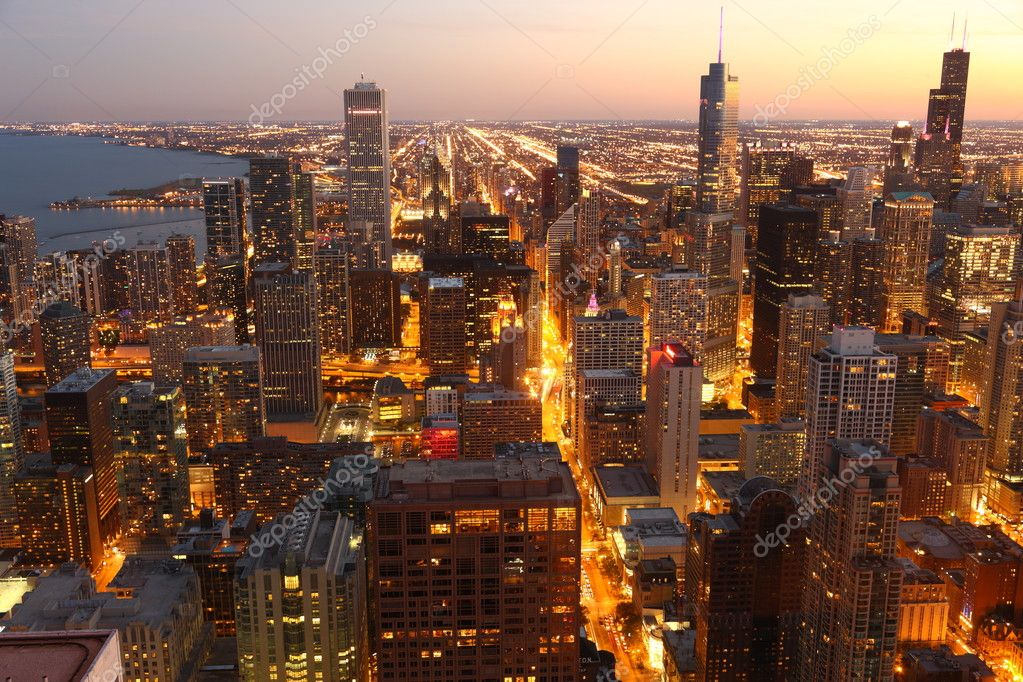 View to Downtown Chicago / USA from high above at twilight — Stok fotoğraf #4509790