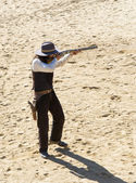 Sheriff disparando su fusil — Foto de Stock