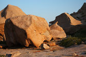 Boulders in desert mountains — Stock Photo