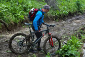 Mountain bikers and mud terrain — Fotografia Stock