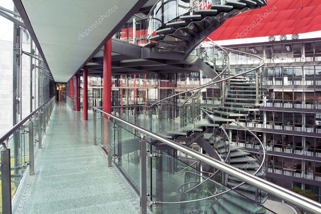 Int rieur d 39 un immeuble de bureaux modern photographie ajafoto 3986508 - Trouver syndic d un immeuble ...