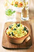 Boiled pasta and pesto — Stock Photo
