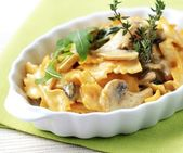 Farfalle with mushrooms — Stock Photo