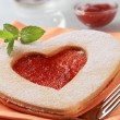 Heart shaped jam biscuit — Stock Photo