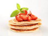 Pancakes and strawberries — Stock Photo