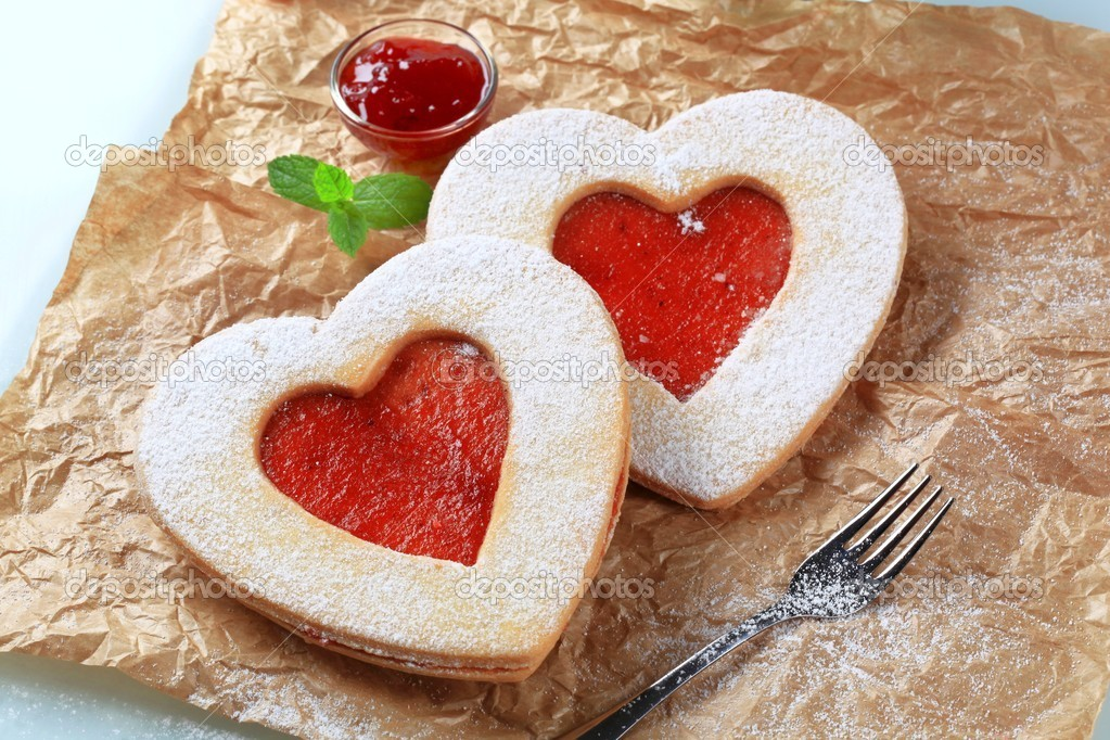 Heart shaped shortbread cookies with jam filling — Stock Photo #4745942