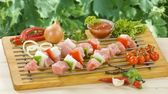 Chicken kebabs ready to be grilled — Stockfoto