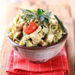 Spinach fettuccine with chicken, basil pesto and cream — Stock Photo