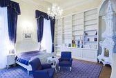 Luxury hotel room — Stock Photo