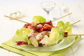 Chicken skewers and crispy bacon — Stock Photo
