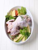 сырые куриные и овощи — Стоковое фото
