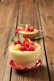 пудинг и фрукты — Стоковое фото