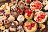 Sobremesas e biscoitos sortidos — Foto Stock