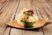 Avocado groenten en zwitserse kaas — Stockfoto