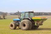 Spreading fertilizer — Stock Photo