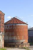 Rostigen silo — Stockfoto