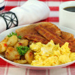 Home Fries and Eggs Breakfast - 图库照片