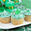Cupcakes in a Festive St. Patrick's Day Setting — Stock Photo