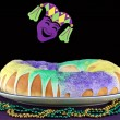 Kings Cake in Mardi Gras Setting — Stock Photo