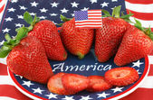Strawberries on Patiotic Plate with America — 图库照片