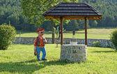 Köyün su ile komik bir rakam gree köylü için iyi — Stok fotoğraf
