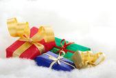Bunte weihnachtsgeschenke — Stockfoto