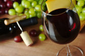 Red Wine with Grapes and Cheese — Stock Photo