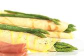 Groene asperges in pannenkoeken — Stockfoto