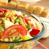 Pasta Salad with Fresh Vegetables — Stock Photo