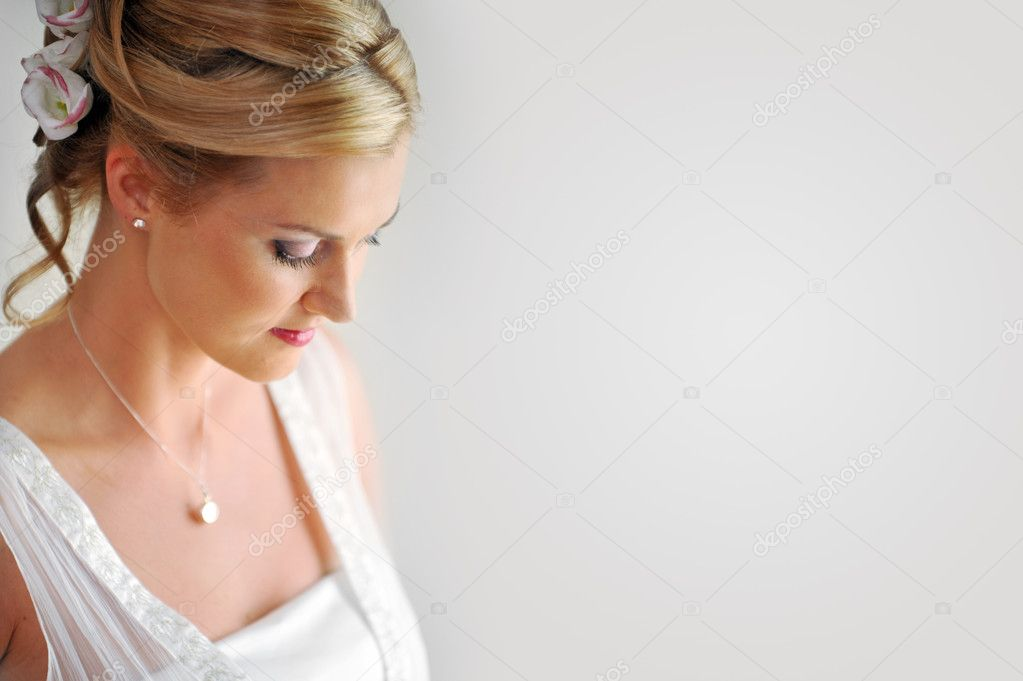Studio portrait of beautiful stylish bride — Stock Photo #4487367