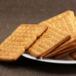 Crackers in plate — Stockfoto