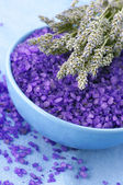 Bath salt and lavander — 图库照片