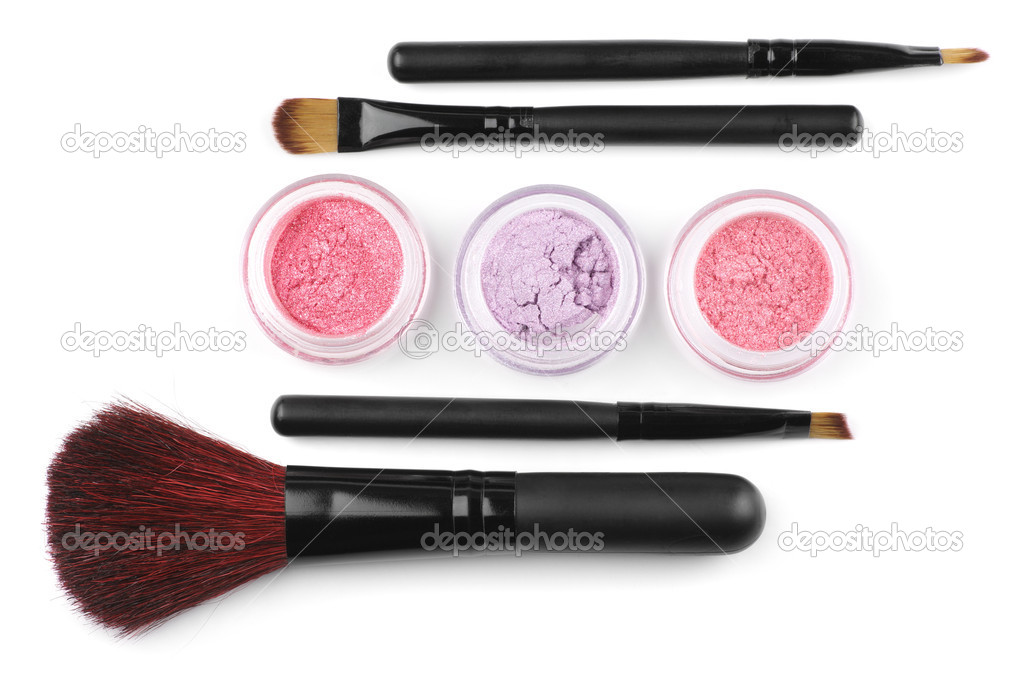 Make-up brushes and powder eye shadows in jars isolated on white background. — Lizenzfreies Foto #4928944