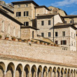 Arcade and houses of the Assisi city, Umbria, Italy — Foto de Stock
