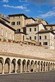 Arcade and houses of the Assisi city, Umbria, Italy — Stock Photo
