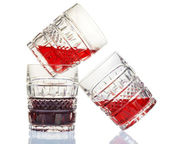 Three crystal wine-glasses and red wine — 图库照片