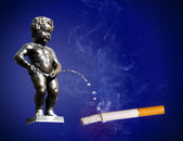 Manneken Pis peeing to cigarette — Stock Photo
