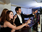 Ordering drinks at the bar — Stock Photo
