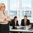 Businesswoman standing in front — Stockfoto