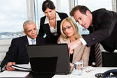 Business-team auf der tagung — Stockfoto