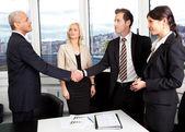Obchodní handshake nad obchod — Stock fotografie