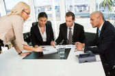 Team di business insctructing boss — Foto Stock