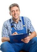Hombre del servicio seguro de tomar notas — Foto de Stock