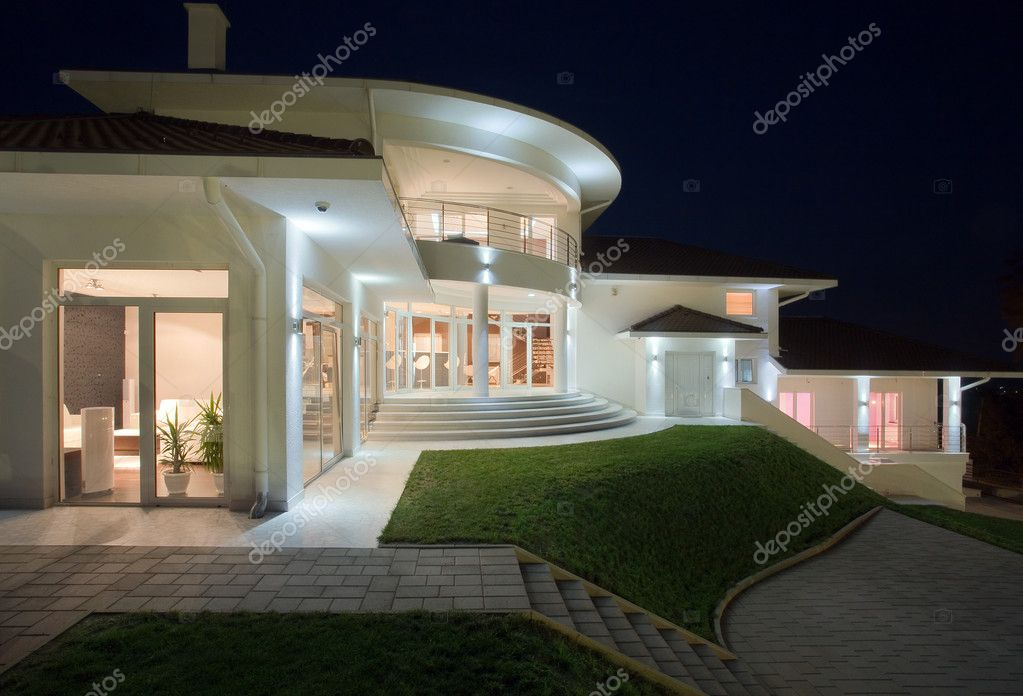 Modern house exterior, large and expensive house architecture. — Foto Stock #4641567