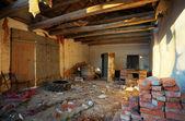 Interior de la casa en ruinas — Foto de Stock
