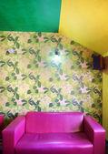 розовый диван в кафе — Стоковое фото